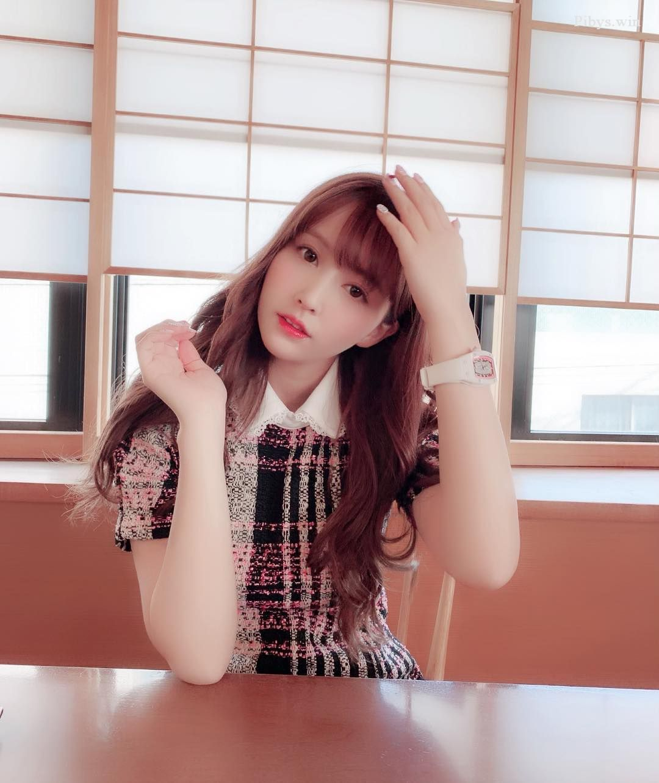 Yua Mikami đẹp Tựa Thiên Thần Trong Trang Phục Nữ Sinh
